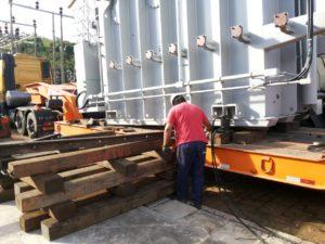 3-operação-para-liberar-a-carreta-Cópia-300x225 Remoção Técnica