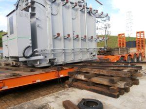 6-arraste-do-trafo-sobre-trilho-para-fogueiradormentos-300x225 Remoção Técnica